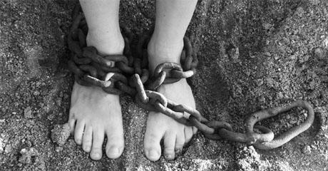 Иезуитская служба мигрантам: Торговля людьми - процветающий бизнес, который продолжает расти